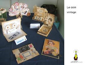 Photo: Le coin vintage cartes animées, à disque, kirigmai, calendrier, boites etc...  travaillées aux encres