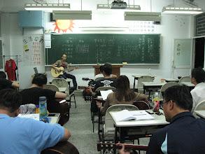 Photo: 20110920頭份(二)一招半式學吉他 003