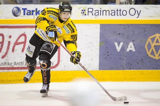 Eetu Luostarisella on takanaan sensaatiomainen vuosi, B-nuorten SM-sarjasta Liigaan ja NHL:n varaustilaisuuteen.