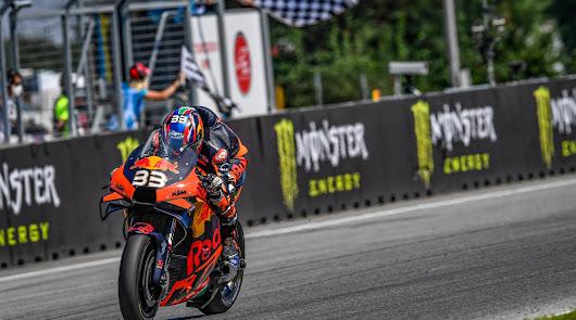 Sensacional triunfo de Binder y KTM en la Republica Checa