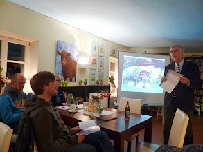"""Photo: Auf Einladung der Gruppe """"Junger Erwachsener"""" hielt Prof. Dr. W. Hardinghaus aus Ostercappeln einen Vortrag zum Thema Sterbehilfe."""