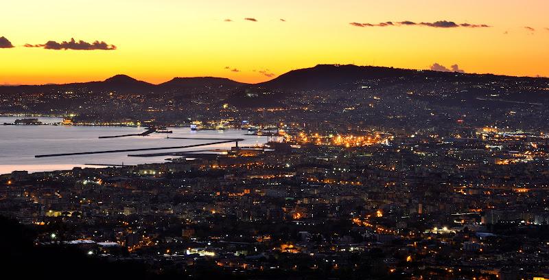 Cielo giallo sopra Napoli di akidelpre
