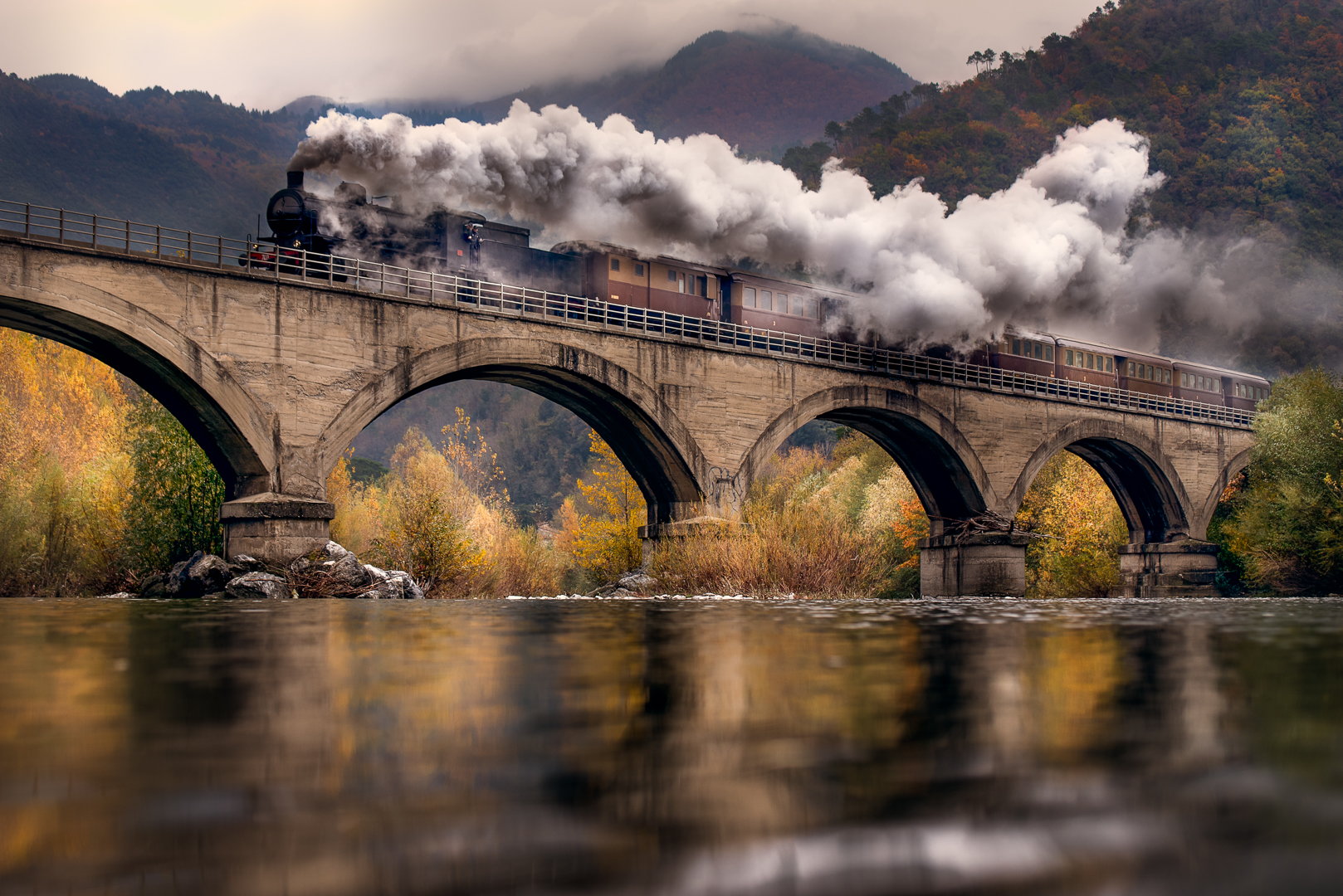 Il treno delle favole. di Alessi Girlando