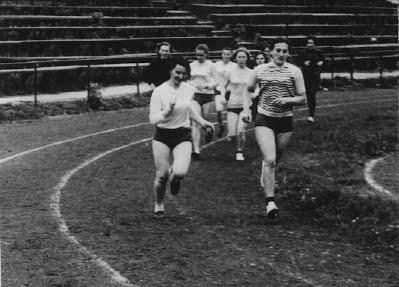 Збірна жіноча команда медичного інституту з легкої ат¬летики