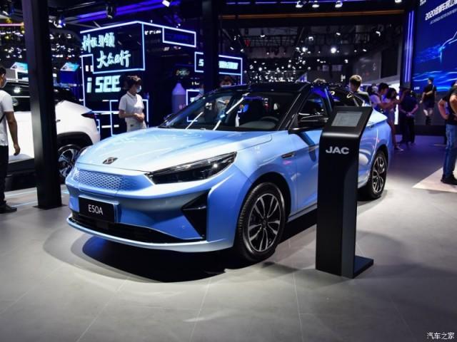 JAC iEV70 deve ser o sexto modelo elétrico da montadora chinesa no Brasil