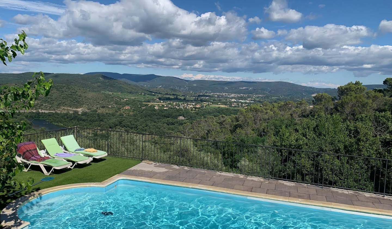 Maison avec piscine et terrasse Sampzon