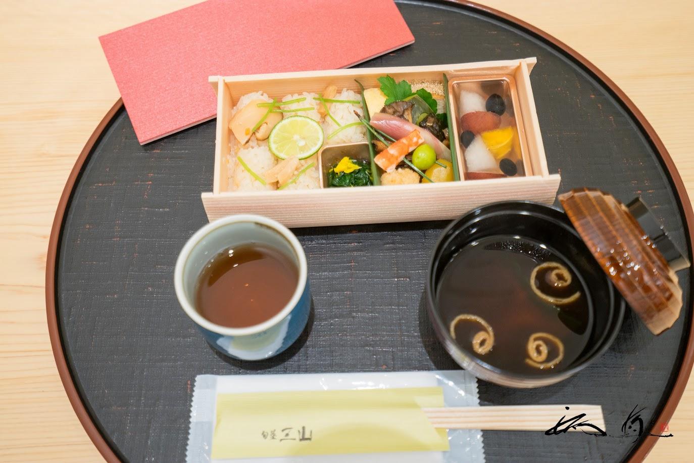 旬菜弁当:松茸ご飯、旬のおかず(海老、銀杏、みょうが、舞茸、栗、玉子焼など)@旬菜 三山