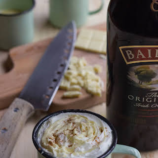 Baileys White Hot Chocolate Recipe for St. Patrick´s Day.