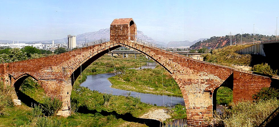 El Puente del Diablo, en Cataluña. FOTO DE WIKIPEDIA.