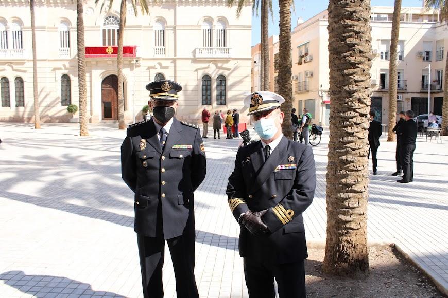 El jefe de la Brigada Provincial de Seguridad Ciudadana de la Policía Nacional, José Luis Campo; y el comandante Naval, Víctor Manuel Garay.