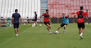 Iván Martos (23), e Iván Balliu (28), se mantienen respecto a la temporada pasada.