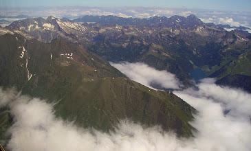 Photo: De la verticale d' Aragnouet (vallée d'Aure) vision au nord sur le massif du Néouvielle et ses lacs. Lac de l'Oule à droite. Massif du pic du Midi de Bigorre au dernier plan.