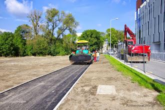Photo: Trwa rozkładanie drugiej warstwy asfaltu