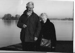 Photo: Een recente foto van Rijn en Chris, half broer van mijn moeder, heeft zijn ouders nooit gekend. Hij kwam als 2jarige in het Haarlems weeshuis terecht. De vorige foto   in de rieten strandstoel, zitten zijn ouders.
