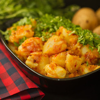 Lahsooni Aloo – Chili garlic potatoes.