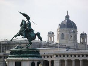 Photo: Am Heldenplatz in Wien. In Heldenplatz a Vienna. Na Heldenplatz w Wiedniu.