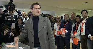 Albert Rivera ejerciendo su derecho a voto en Pozuelo de Alarcón.