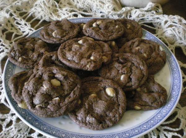 Chocolate! Mmm Macadamia Nuts! Mmm  Nutella!! Wow!  A Plate Of These Decadent Cookies Will Not Last Long.  Slightly Gooey Interior Begs For A Glass Of Cold Milk Or Cup Of Hot Coffee/cocoa.