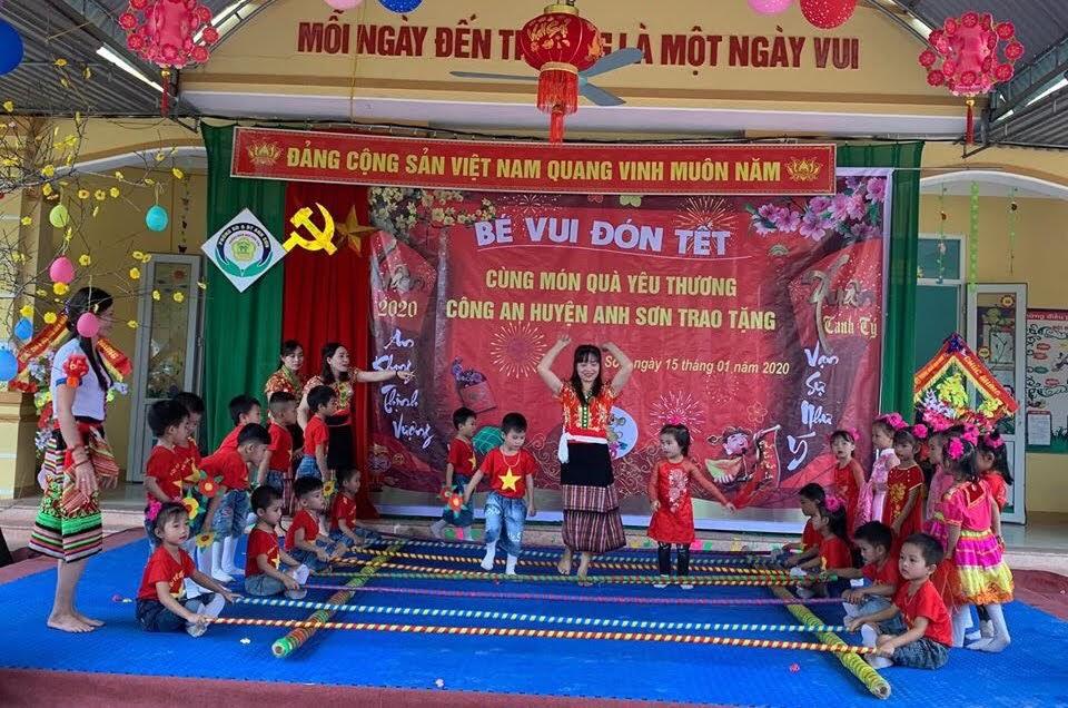 Những tiết mục văn nghệ đặc sắc của cô trò Trường mầm non xã Bình Sơn