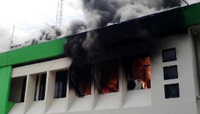 Foto- Kantor Walikota Bekasi terbakar. Tak ada korban jiwa. (saban)