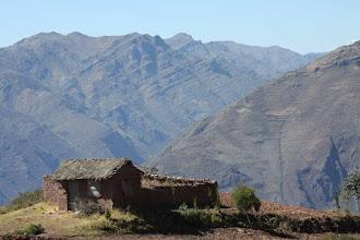 """Photo: Casita y montañas """"Alturas"""" del valle del Urubamba"""