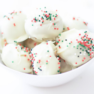 Vegan No Bake Christmas Almond Balls (Gluten-Free).