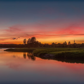 Sunset at the windmill of Pendrecht by Rémon Lourier - Landscapes Sunsets & Sunrises ( colourful, rotterdam, waterscape, sunsets, sunset, holland, polder, landscape, windmills, windmill )