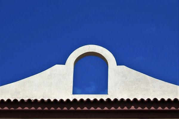 Arco con labili tracce di nuvole di paolo-spagg