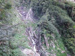 滝を見ながら登る