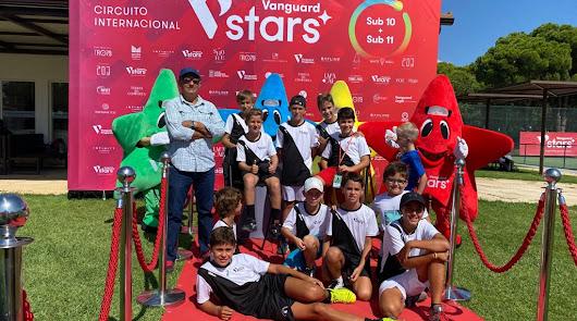 Tenistas roqueteros en el Torneo Internacional Vanguard Stars