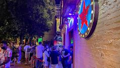Colas en una discoteca en la Alameda de Hércules de Sevilla.
