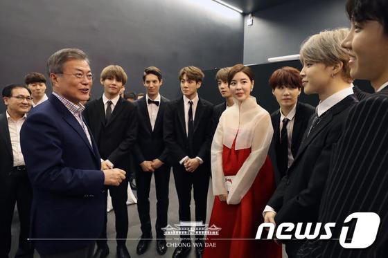 방탄소년단 만난 문재인 대통령