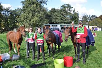 Photo: Proosten op het goede teamresultaat bij endurance Katwijk, vrnl Willem Koet (1ste), Karin den Heijer (3de) en Kim van der Kloet (2de) op de 60 km. Dankzij geweldige paarden en de steun van onze grooms en familie, het was ondanks de regen in de ochtend een prachtige dag!