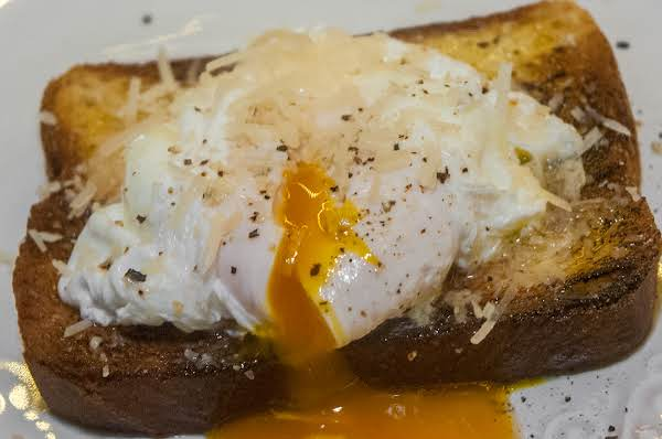 Poultry Essentials: The Perfect Poached Egg Recipe