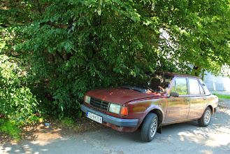 Photo: tym oto pojazdem się poruszaliśmy  zabytkowa, bo już 25-letnia Škoda 130  http://pl.wikipedia.org/wiki/%C5%A0koda_130#.C5.A0koda_130