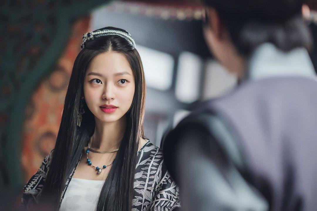 Choi-Yoo-Hwa-21