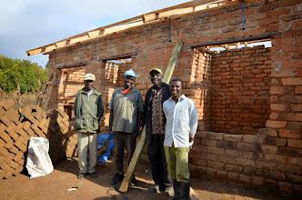 Photo: Zbytek týmu co pracoval na dokončení domu Romanuse Kimecha