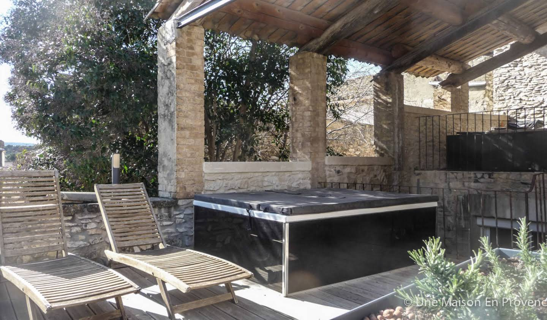 Maison contemporaine avec terrasse Tavel