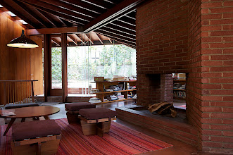 Photo: Living area with fireplace visible on both sides. Photo: Judith Lautner