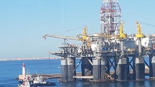 La plataforma petrolífera Ocean Confidence a su llegada al puerto.
