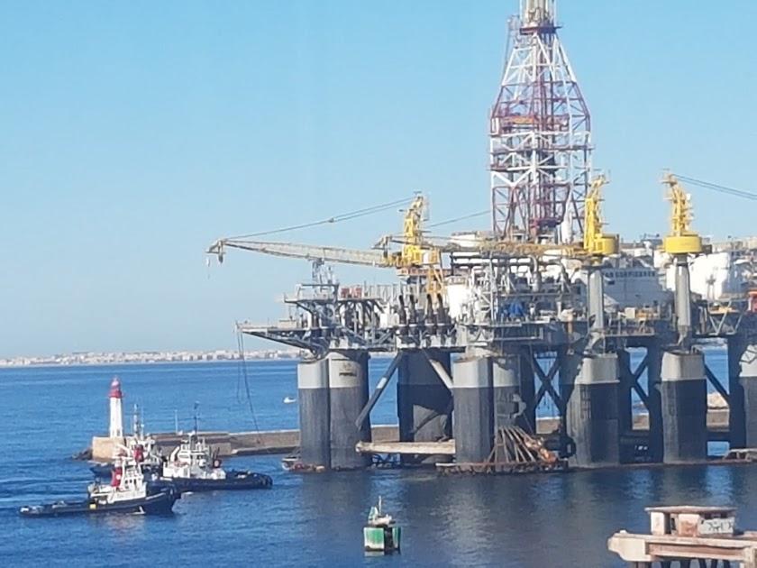 La plataforma petrolífera Ocean Confidence a su llegada al puerto