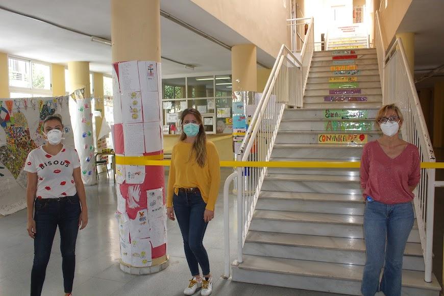 La directora del CEIP Inés Relaño, la monitora escolar y la conserje.
