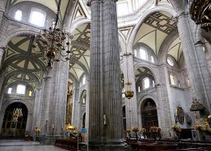 Photo: Katedraalin interiööriä