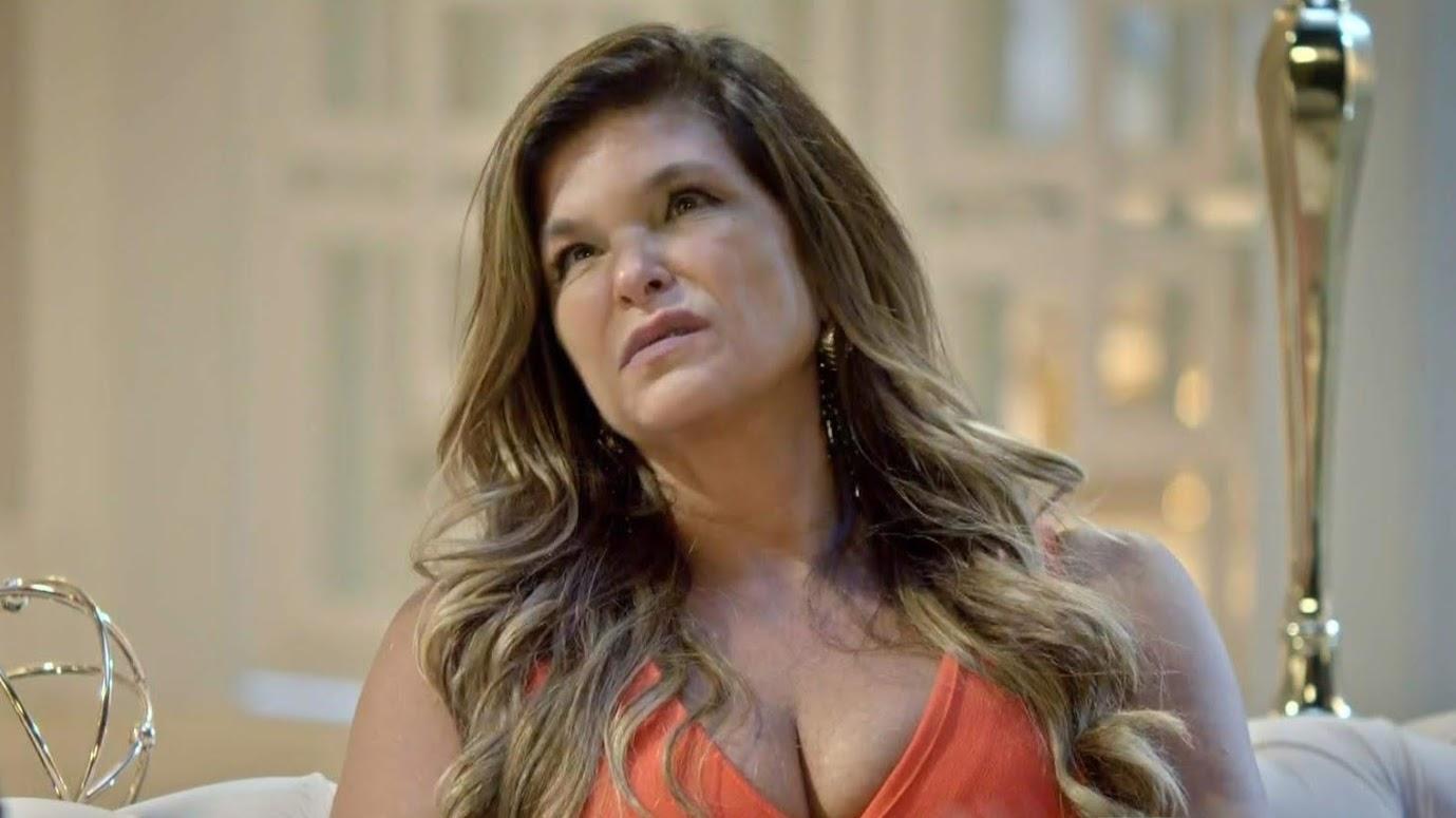 Lara (Cristiana Oliveira) em cena de Topíssima