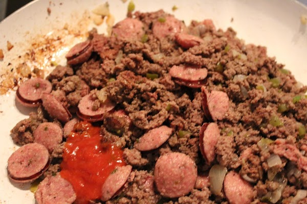 Brown ground beef or sausage with onion and bell pepper. Stir in sliced Connecuh...