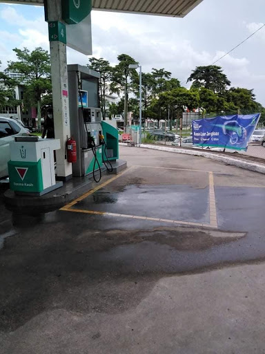 """""""Why is it taking so long?"""" M'sian Pays RM157 For Petrol After Pump Didn't Stop Automatically"""