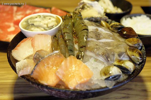 竹間精緻鍋物。一個人也可以品嚐石頭火鍋,海鮮食材表現不錯,湯頭有多種選擇,從中午賣到凌晨,宵夜也有好去處