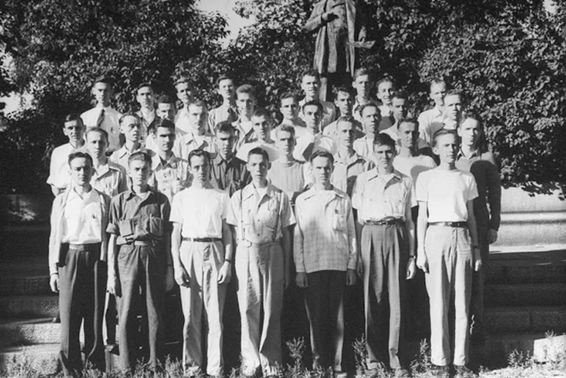 group photo of the Minnesota Starvation Experiment participants