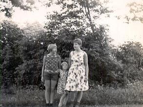 Photo: Marchie, Jannie en Hilly Speelman