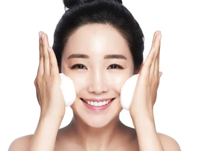 1. ดูแลผิวแบบสาวเกาหลี ด้วยการทำความสะอาดผิวหน้า